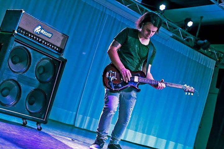 """Nick Limongi libera il suo rock dai """"Tentacoli"""" della società."""