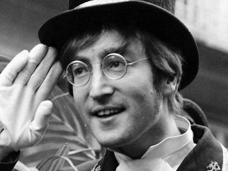 John Lennon, curiosità e vita del poeta musicale più famoso